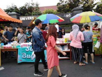 Ngabuburit Asyik di Jalan Surabaya